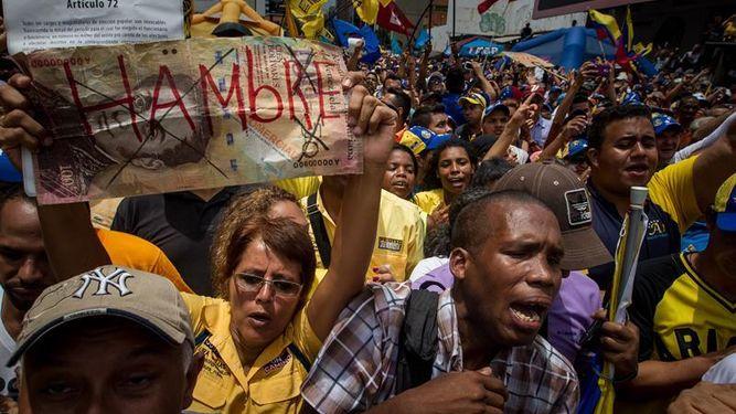 firmas-referendum-revocatorio-protesta-venezuela_923917768_11556701_667x375