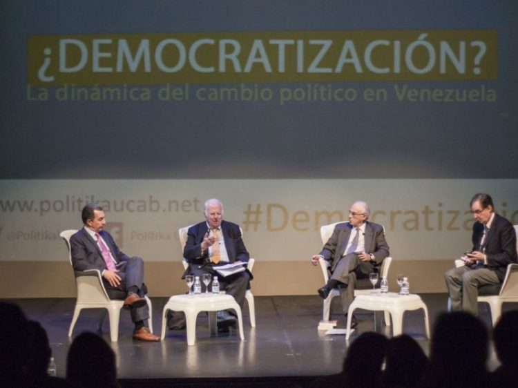 foro-democratizacic3b3n-ucab-800x600